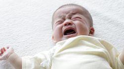 Même sur les pleurs des bébés, nous avons des