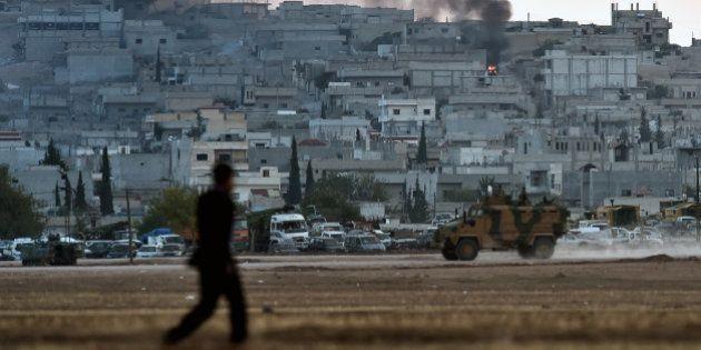 Que fait la Turquie pour empêcher les jihadistes de l'Etat islamique de prendre la ville syrienne kurde...