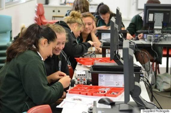PHOTOS. Grâce aux robots du programme australien Robogals, les filles se tournent vers