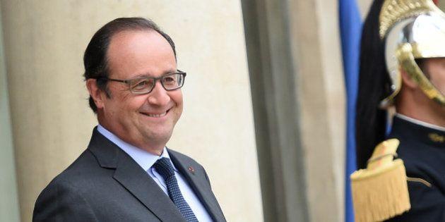Impôts: François Hollande promet de nouvelles baisses