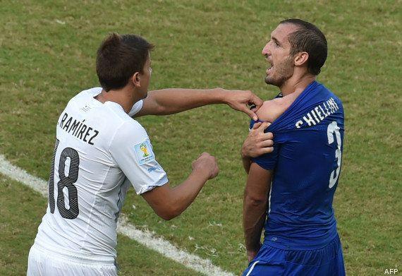 VIDÉO. Italie - Uruguay : le but (et la morsure) qui ont qualifié les Sud-américains en huitièmes de