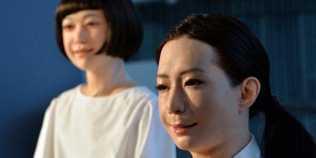 Des robots présentatrices de télévision au