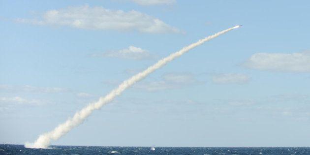 La Corée du Nord tire une roquette vers la Corée du Sud qui a aussitôt riposté avec des dizaines