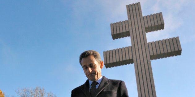 Sarkozy reçoit le prix de l'Appel du 18 juin, Dupont-Aignan se