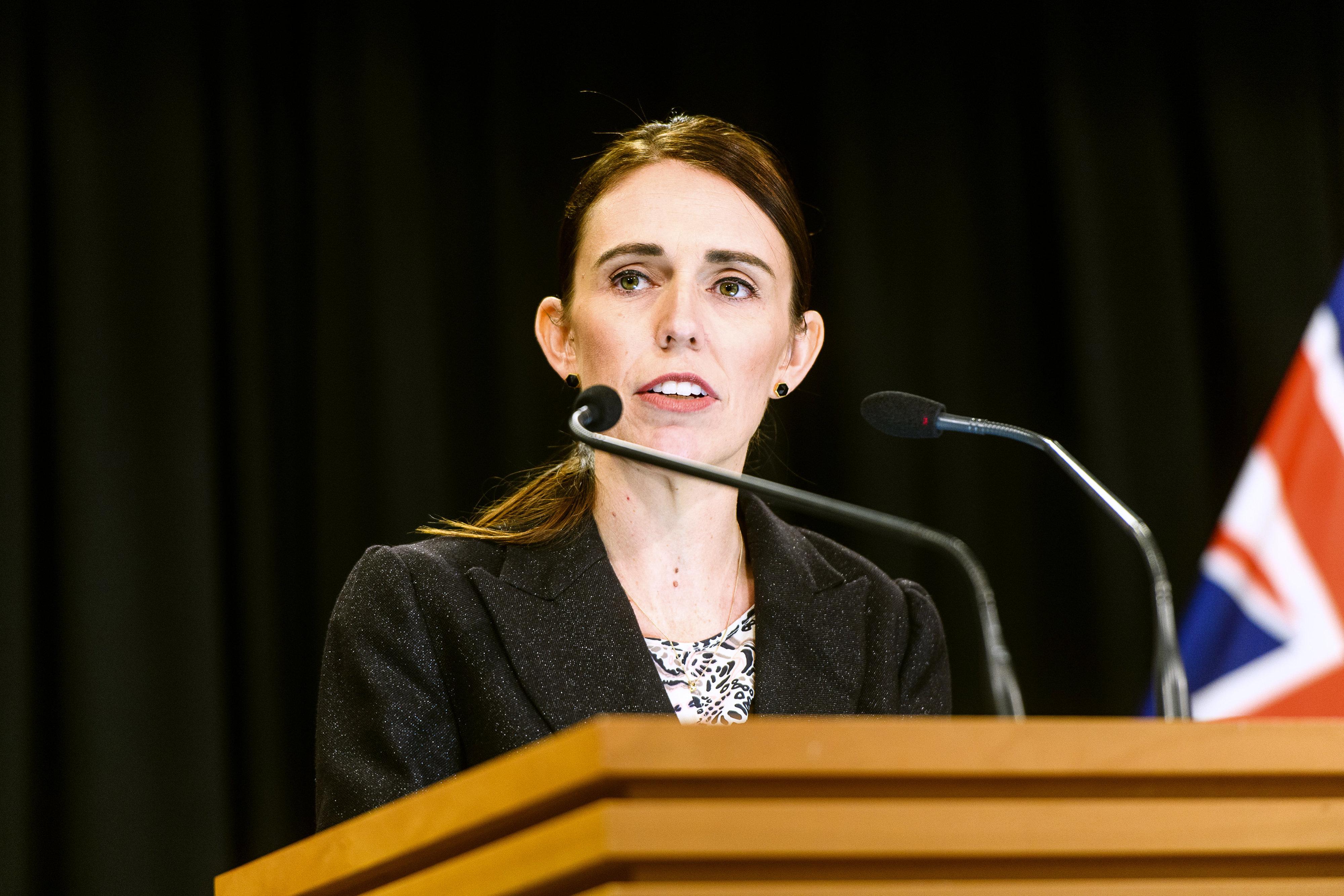 뉴질랜드 저신다 아던 총리가 총기 규제 조치를