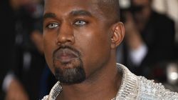 Kanye West porte des lentilles bleues (et en est très