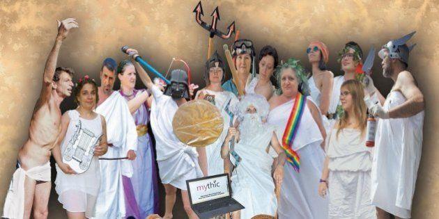 Réforme des collèges : ils posent en divinité de l'Antiquité pour défendre les cours de latin et de