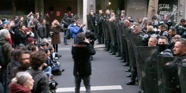 Incidents à Paris avant l'évacuation par la police du lycée Jean-Jaurès occupé par des