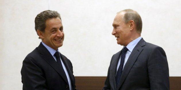 Sarkozy rencontre Poutine en Russie: une contre-diplomatie (parmi d'autres) à