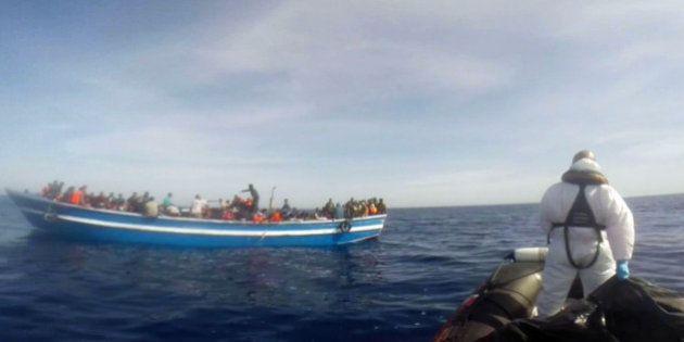 Migrants: 3000 personnes à la dérive en