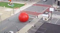 Cette boule rouge géante a semé une sacrée