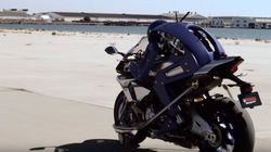 Oui, ce robot conduit une moto (et non, ce n'est pas
