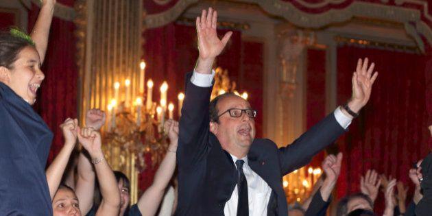 Huitièmes de finale Coupe du Monde 2014 - France-Nigeria: François Hollande s'affiche en premier fan...
