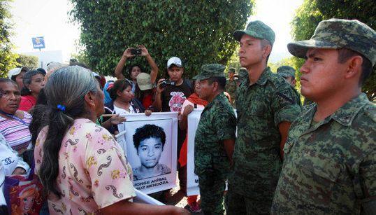 Disparition des 43 étudiants mexicains: un nouveau témoin remet en cause la version du gouvernement