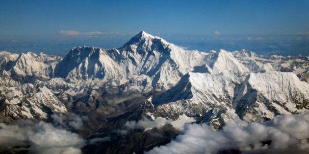 Le Mont Everest déplacé après le séisme au Népal, selon une étude