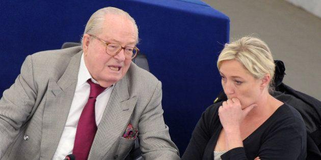 FN: Jean-Marie Le Pen et Bruno Gollnisch privés de groupe au Parlement