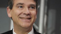 Montebourg pose encore (en tablier) pour le made in