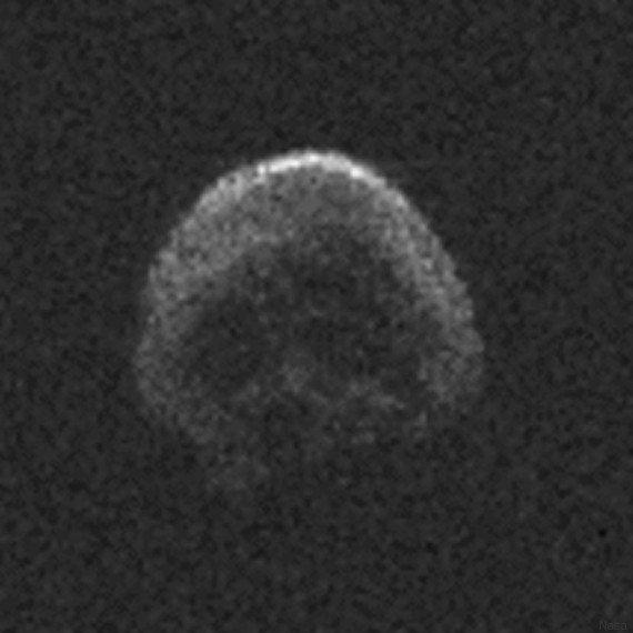 PHOTO. Une comète ressemblant à une tête de mort va frôler la Terre pour