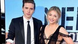 Le fils Beckham et Chloë Grace Moretz officialisent sur le tapis