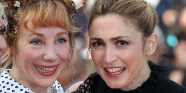 PHOTOS. Julie Gayet et Julie Depardieu s'amusent sur le tapis rouge du Festival de