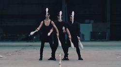 La performance de ces jongleurs va vous