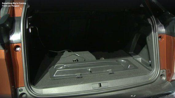PHOTOS. Peugeot dévoile son nouveau 3008 (avec une trottinette dans le