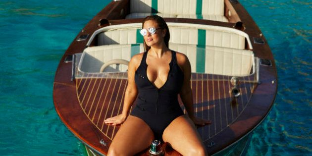 La collection de maillots de bain d'Ashley Graham va réconcilier courbes et