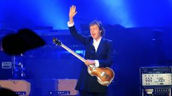 Paul McCartney aide un couple à se