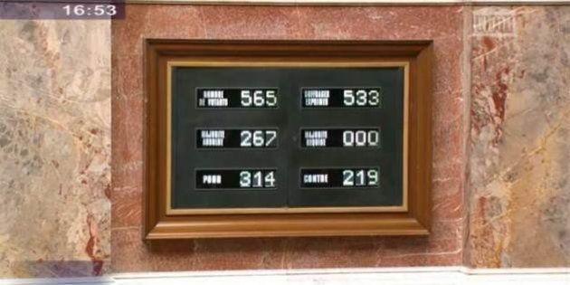 L'Assemblée adopte la loi de transition énergétique malgré les tensions sur