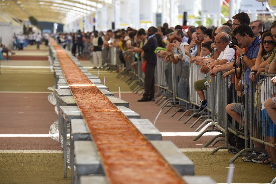 PHOTOS. Le record du monde de la plus longue pizza battu lors de l'Exposition universelle Milan