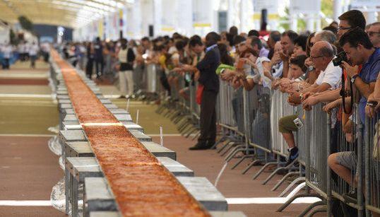 Voici la plus longue pizza du