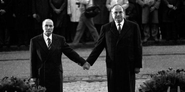 Centenaire de Verdun: l'histoire derrière la photo mythique de François Mitterrand et Helmut Kohl main...