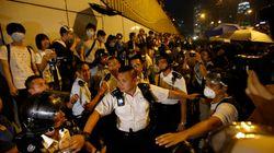 Coups de poing et de matraque contre les manifestants à Hong