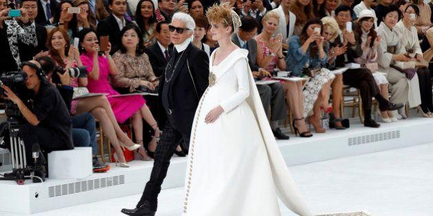 Photos Au Defile Chanel Une Robe De Mariee Pour Femme