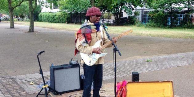 PHOTOS. Nile Rodgers de Chic joue les musiciens de rue et donne un concert