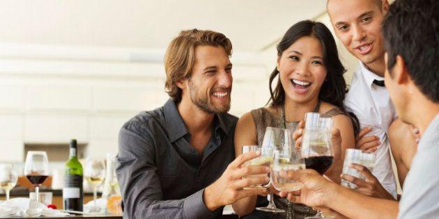 Sondage: les habitudes des jeunes Français face au vin et au champagne vont vous