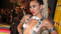 Miley Cyrus a présenté les VMAs (presque) nue et a montré un