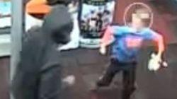 Un garçon de 7 ans tente de repousser un voleur lors d'un