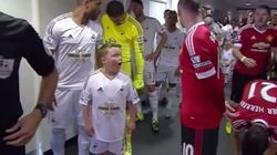 La réaction de ce jeune garçon devant Wayne Rooney vaut le