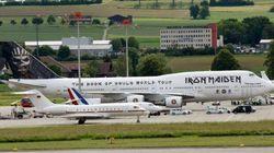 Les avions d'Iron Maiden, Hollande et Merkel réunis sur le tarmac.