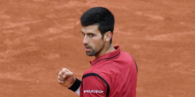 Novak Djokovic a fait la loi sur le court (et en tribunes) en demi-finale de