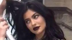 On ne sait pas comment Kylie Jenner a pu enfiler cette