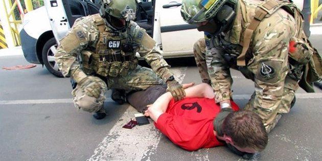Les services ukrainiens affirment que le Français d'extrême-droite qu'ils ont arrêté préparait 15 attentats...