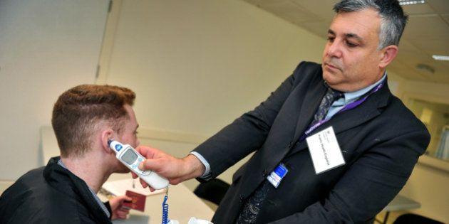 Virus Ebola: les mesures de contrôle à l'aéroport de Roissy ne sont pas une première en