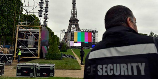 Pourquoi la droite et le FN ne veulent pas d'une fan zone sous la Tour Eiffel pour l'Euro