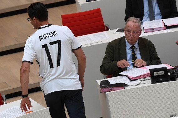 Pourquoi ce député allemand portait un maillot de Jérôme Boateng au