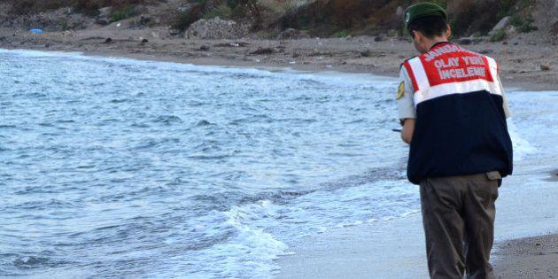 Aylan Kurdi, l'enfant syrien de 3 ans dont les images du corps retrouvé sans vie sur une plage turque...