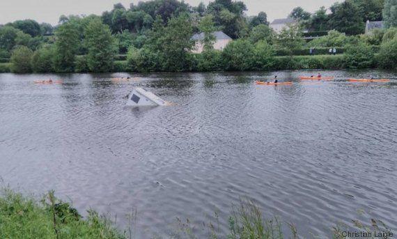 3 kayakistes décorés pour avoir sauvé un couple piégé dans son