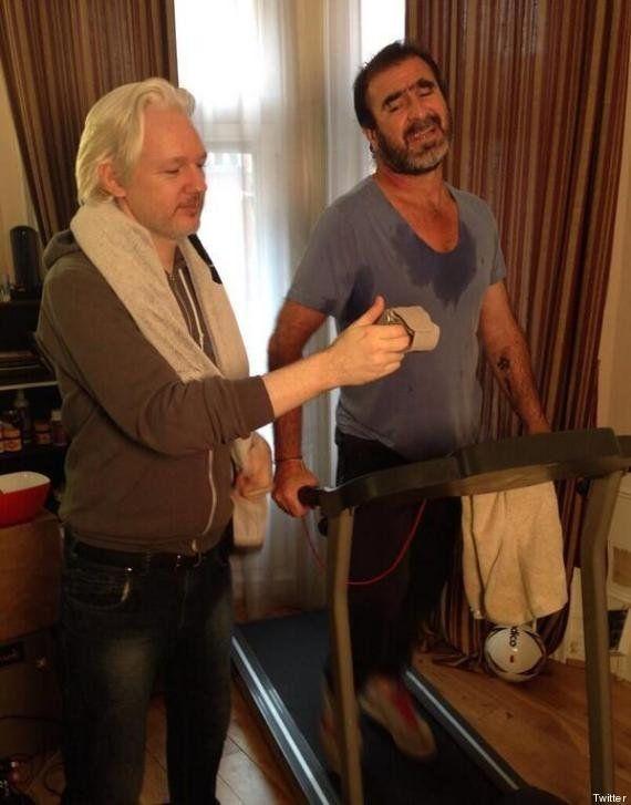 PHOTO. Julian Assange et Eric Cantona s'entraînent