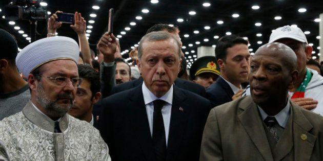 Vexé par l'accueil aux funérailles de Mohamed Ali, le président Recep Tayyip Erdogan rentre en